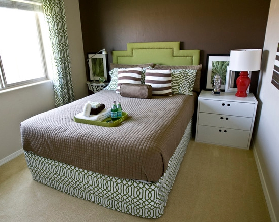 The best interior paint colors for small bedrooms jerry for Small bedroom wall pictures